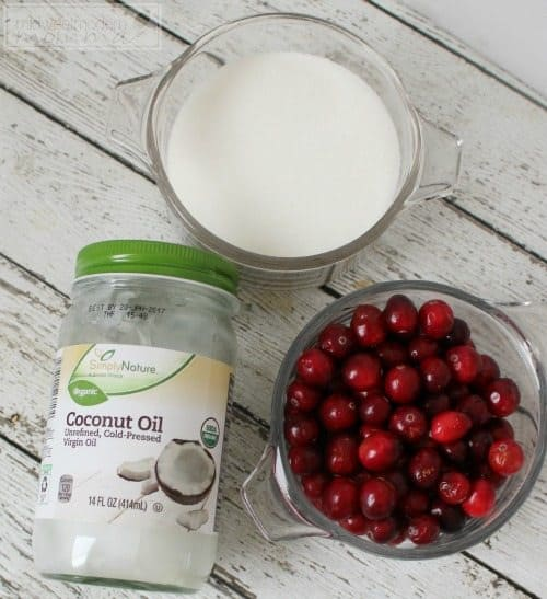 Homemade Sugar Scrub featuring cranberry and vitamin E oil for moisturizing and exfoliation is a great gift this holiday season. Make this and put under the tree for your friends and family!